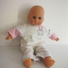 Lissi puha törzsű kék szemű csecsemő baba pónis rugiban