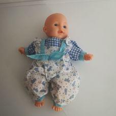 Chad Valley puha törzsű kék szemű csecsemő baba kék rugiban
