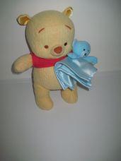 Újszerű Fisher Price baby Micimackó kék macis szundival