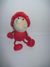 Mini piros plüss bogárka kalapban