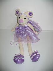 Morrison hosszú lábú lila ruhás egérlány varázspálcával