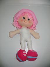 Rózsaszín hajú kalapos rongybaba akasztóval