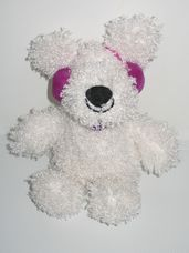 Hófehér plüss Fizz kutya lila fejhallgatóval