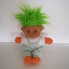 Narancssárgán világító szemű zöld hajú troll baba