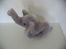 Szürke plüss elefánt felálló ormánnyal