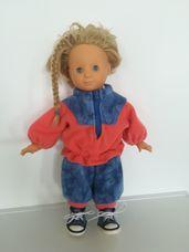 Götz kék szemű alvós szőke hajú baba sportruhában