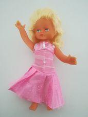 Szőke hajasbaba rózsaszín estélyi ruhában