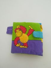 GALT színes vadállatos zörgős textil babakönyv