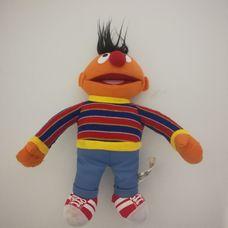 Plüss Ernie figura a Szezám utcából