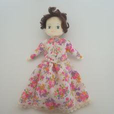 Honey Kid barna hajú hosszú virágmintás ruhájú baba
