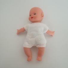 Puha törzsű kék szemű sípoló hasú kopasz csecsemő baba