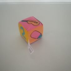 Itty Bitty puha textil színes csörgős babakocka