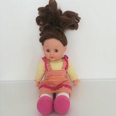 Simba barna szemű barna hajú kislány baba eredeti ruhájában