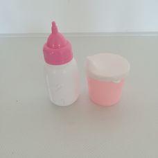 Fehér rózsaszín műanyag cumisüveg és itatópohár babákhoz