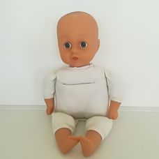 Lissi puha törzsű kék szemű csecsemő baba