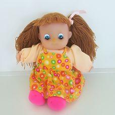 Barna hajú rózsaszín-sárga ruhás rongybaba