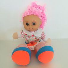 Pink hajú epermintás ruhájú rongybaba