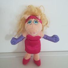 Miss Röfi plüss figura a Szezám utcából