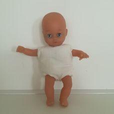 The Toy Company puha törzsű kék szemű csecsemő baba