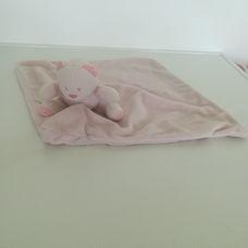 Halványrózsaszín macis plüss szundikendő csíkos hátoldallal