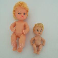 2 darab retro szőke rövid hajú műanyag testű baba