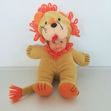 Plüss testű cuki Cititoy baba oroszlán jelmezben