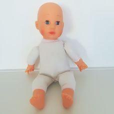 Puha törzsű kék szemű csecsemő baba ruha nélkül