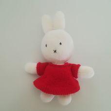 Piros ruhás horgolt Miffy nyuszi