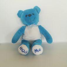 HUG ME kék plüss maci feliratos talppal