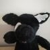 Fehér foltos fekete plüss kutya