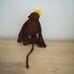 Barna színű vidám ábrázatú plüss majom