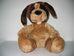 Csillogó szőrű foltos fejű plüss kutya