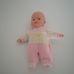 Famosa interaktív csecsemő baba eredeti ruhájában