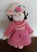 Rózsaszín ruhás, kalapos horgolt baba