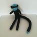 Hosszú farkú fekete színű zokni nyunya majom