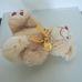 DSL krémszínű plüss maci szívecskés talppal