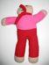 Lila-piros ruhás maci piros sállal