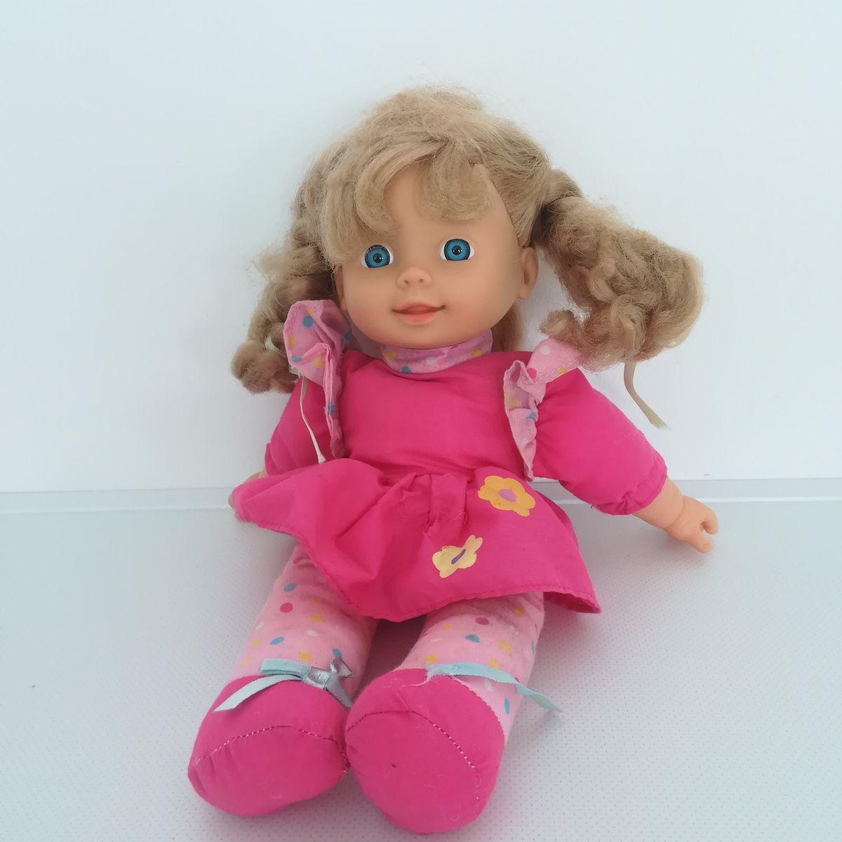 b95c2873fb Ár: 1 090 Ft | Tesco EMMI kék szemű szőke hajú kislány baba pink ...