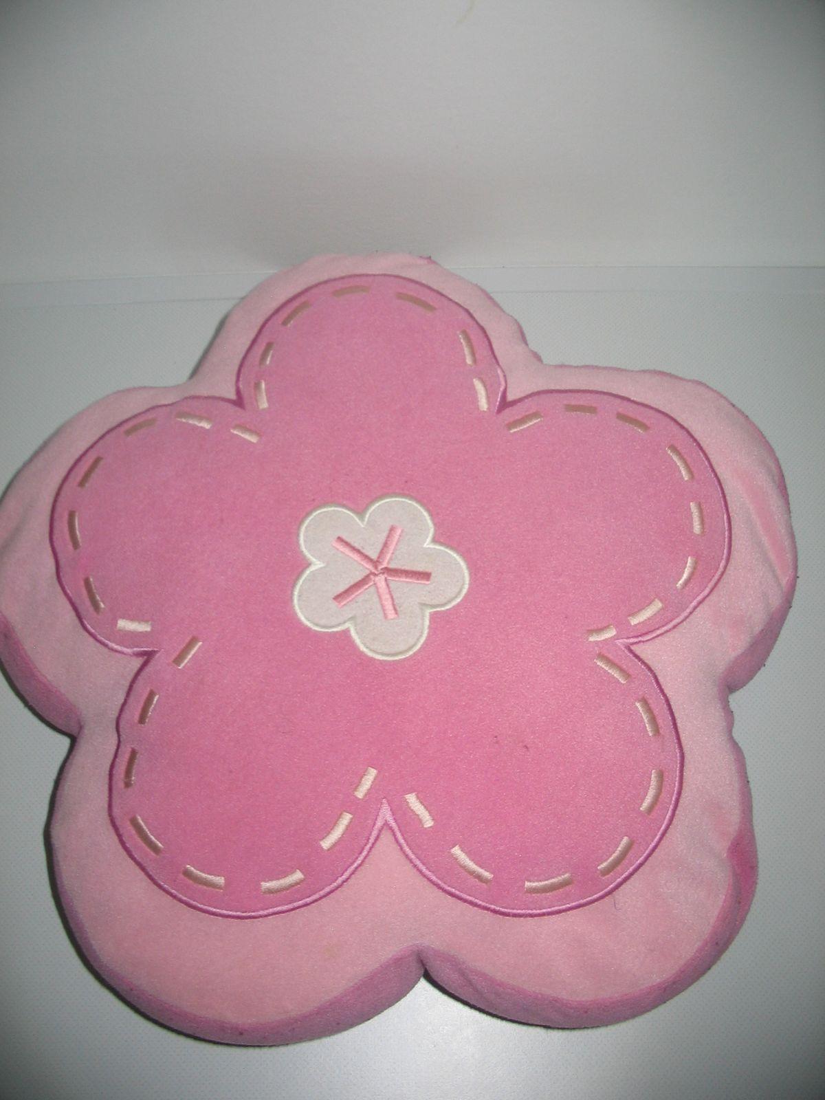 ... Virág formájú rózsaszín-lila kétoldalú plüss párna 490e84f3fb